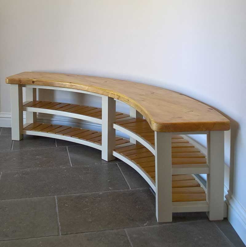 Curved-bench